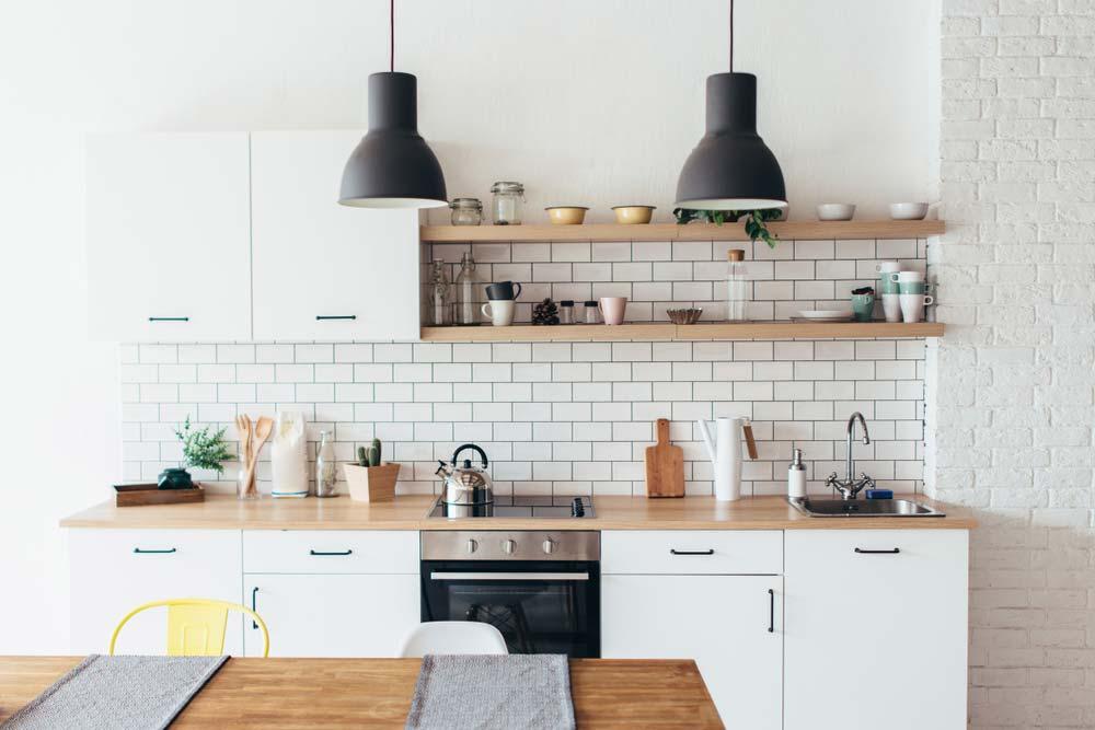 Fehér modern konyha átalakítás kölcsön segítségével