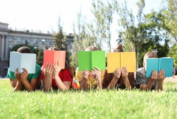 gyerekek könyv nyári tábor tanulás